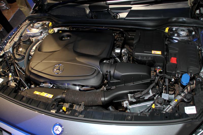 GLA 250は全モデルとも直列4気筒DOHC 2.0リッター直噴ターボエンジンを搭載。最高出力は155kW(211PS)、最大トルクは350Nm(35.7kgm)で、7速デュアルクラッチトランスミッション「7G-DCT」を介して4輪を駆動する