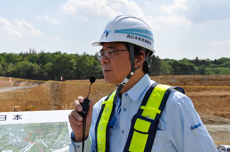 工事計画を解説するNEXCO西日本 新名神兵庫事務所 真伸行所長。兵庫県域の新名神区間を担当する