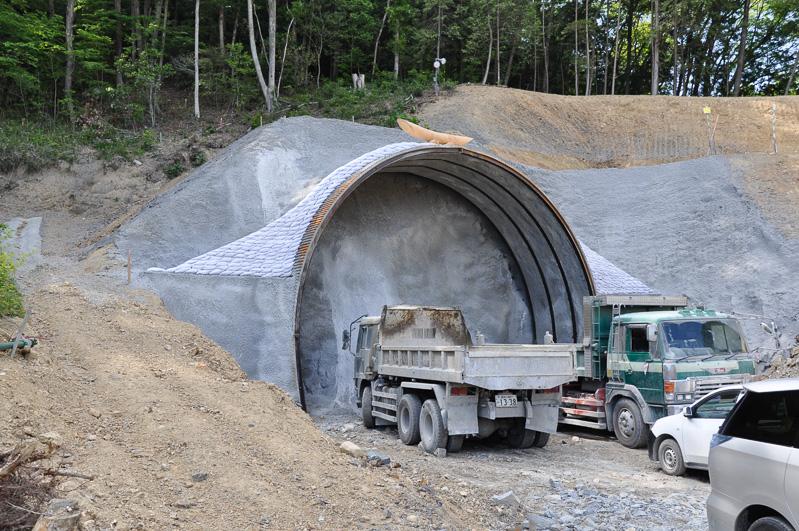 こちらは上りの六石山トンネル。まだ掘削が始まっていない