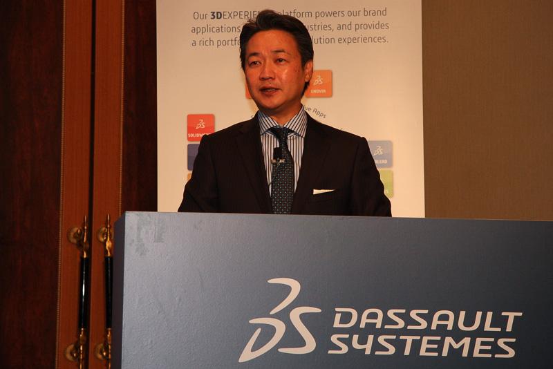 ダッソー・システムズ 日本法人 代表取締役社長の鍜治屋清二氏は、この6月2日に日本のダッソー・システムズが設立20周年を迎えたこと、今年から本社の権限が委譲され、地域に合わせたビジネスが展開できるようになったことなどが説明された