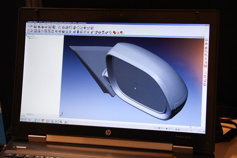 アームの先に装着するハンドヘルドスキャナーで物体の形状をデータ化。自動車の開発・生産現場に広く普及しているCATIAと連動して、CADデータから製品化したものの比較や古い製品をCADモデル化するリバースモデリングなどに活用できる