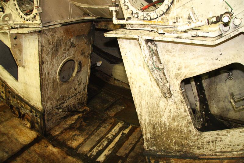 削られた土は、下側のスペースに備え付けられたスクリューコンベアで後方に送られ排土する仕組み