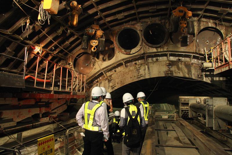本線シールドトンネル拡幅工事の現場
