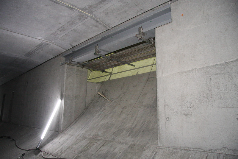 まだ工事中なので、階段が用意されているのも限定的。この部分に、完成するまでにすべり台が設置される