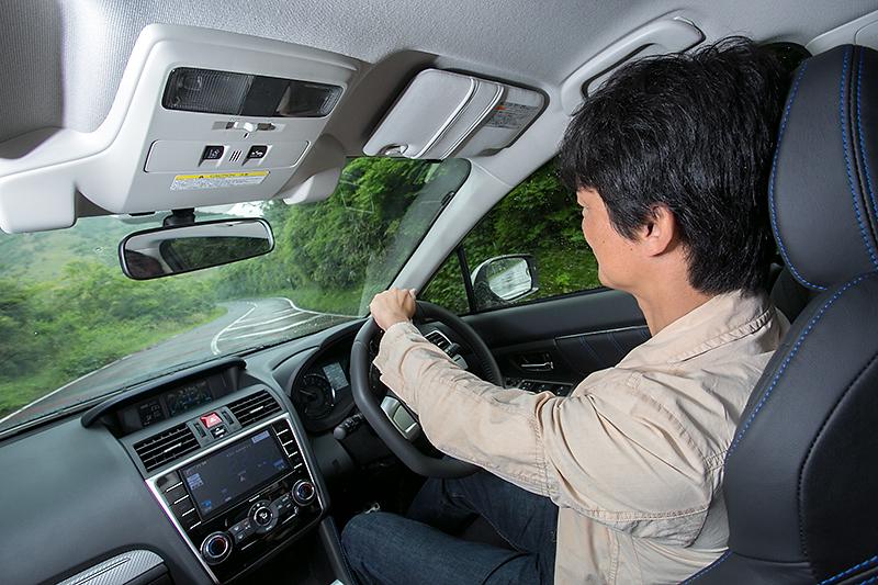 2.0GT-S EyeSightを試乗中に雨が降ってきた。このような天候の急変にも安心して運転できるのがシンメトリカルAWDの美点だ