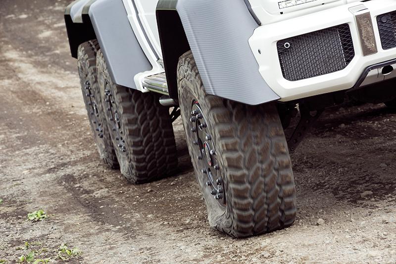 車内から空気圧を変更し、接地面積を増やすことができる