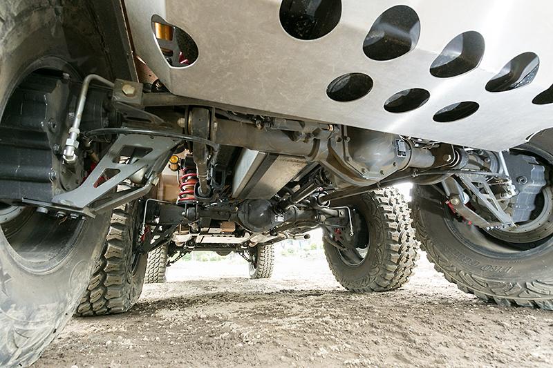 デフがタイヤハブより上部に位置するポータルアクスルを採用。これによりオフロード車としての性能と、サバイバビリティを高めている
