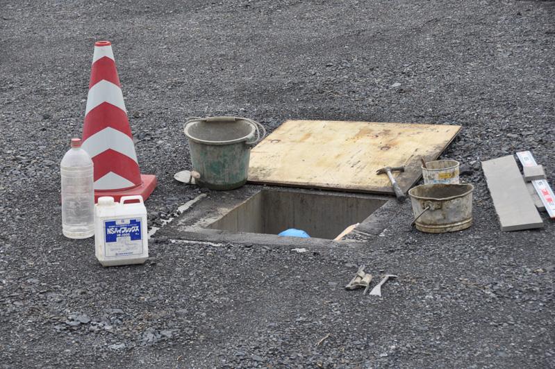 料金所のゲートボックスができる場所。高速道路上を歩かなくてもよいように各ゲートへの地下道が用意されている。その地下道の工事を行っていた
