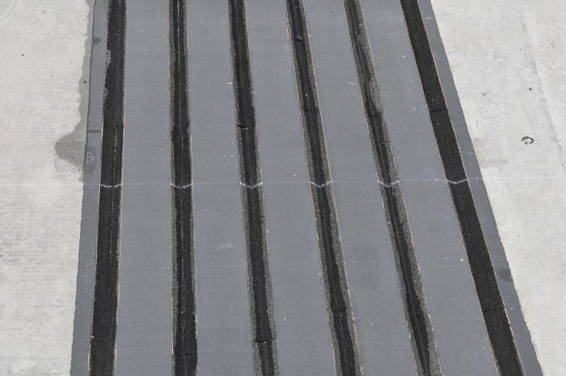 つなぎ目ギャラリー。橋やICの接続部など、温度による道路の伸び縮みを吸収するための接続部が用意されている。これらは当日見かけた接続部の写真