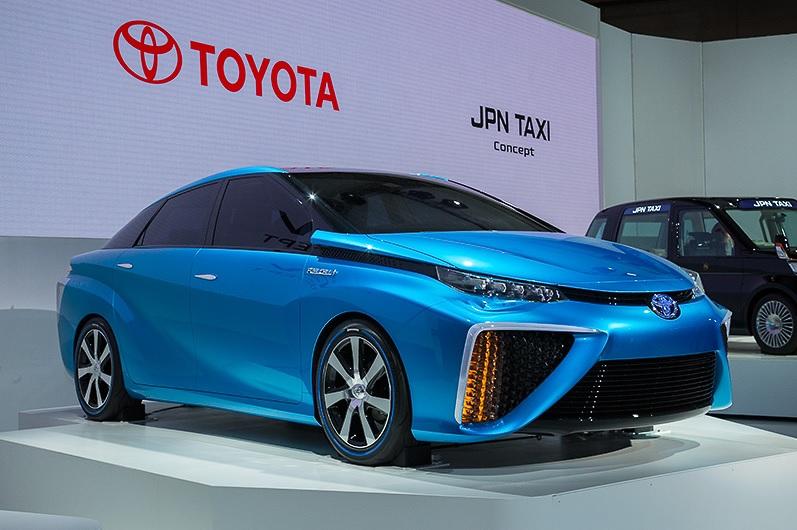 2013年の東京モーターショーで公開された次世代燃料電池自動車「TOYOTA FCV CONCEPT」