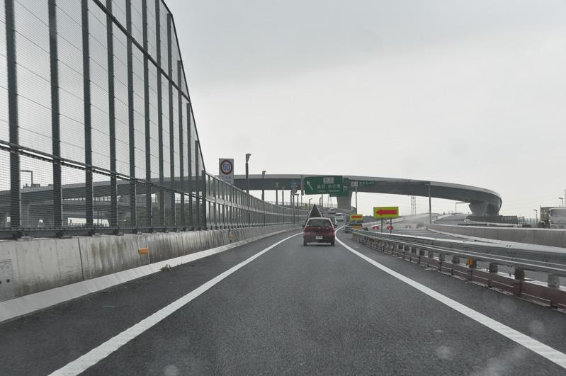 圏央道を相模原方面から東名高速方面へ向かう。つまり南に向かって走った