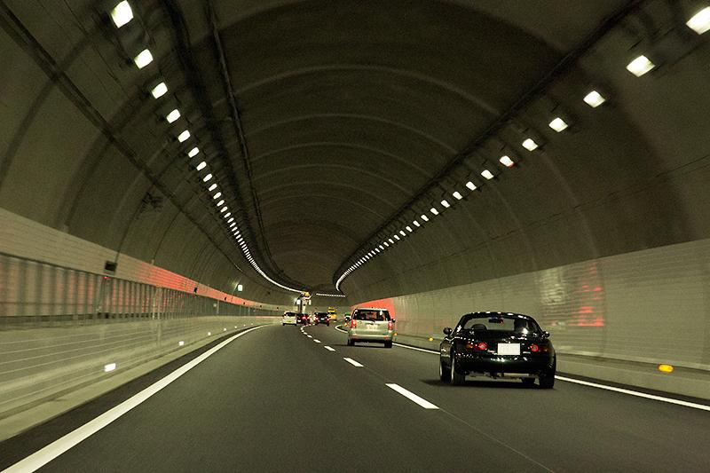 愛川トンネル内。圏央道延伸区間のトンネルにはさまざま最新技術が投入されており、トンネル好きにお勧めの区間