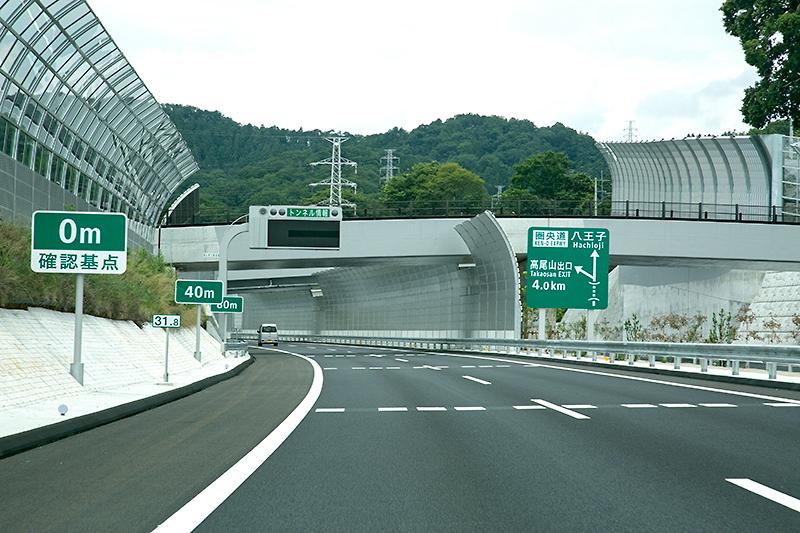 間もなく外回りの新規開通区間として最長のトンネルが見えてくる