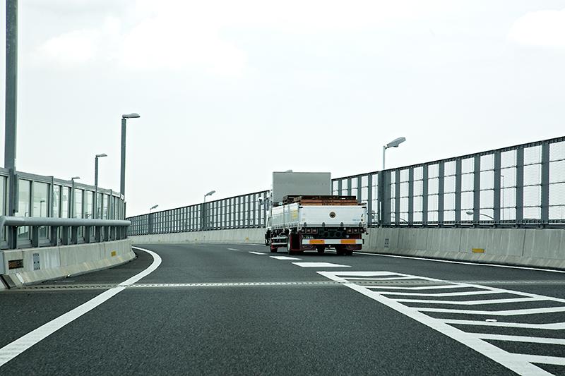 東名高速 上りから圏央道へ向かう車線と合流するので、以降は「東名高速(上り)~海老名JCT~圏央道(外回り)~八王子JCT~中央道(上り)」を参考に