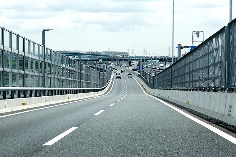 圏央道方面へ向かう。しばらく東名高速(上り)と併走する。車線が増えたり減ったりと、やや煩雑な区間
