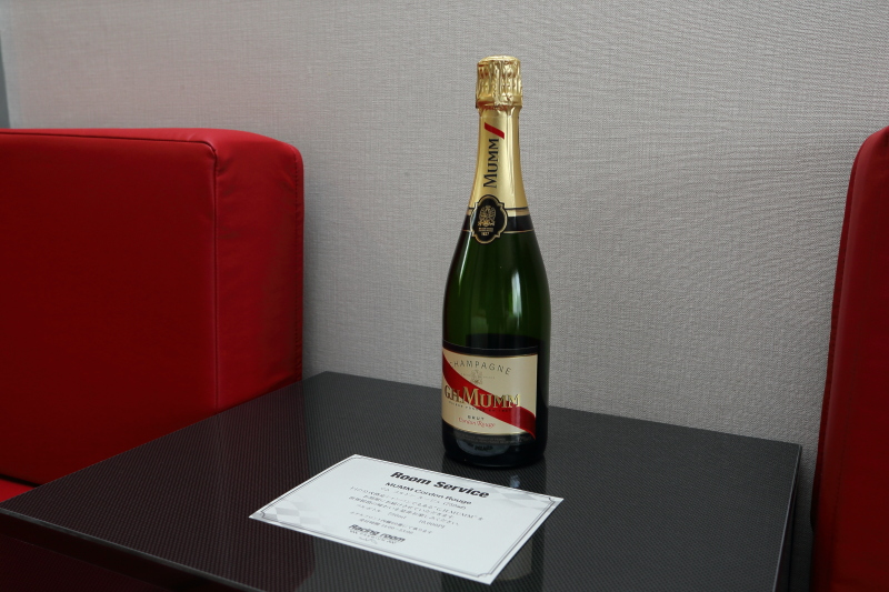 """F1の公式指定シャンパン""""MUMM""""を部屋で楽しめる"""