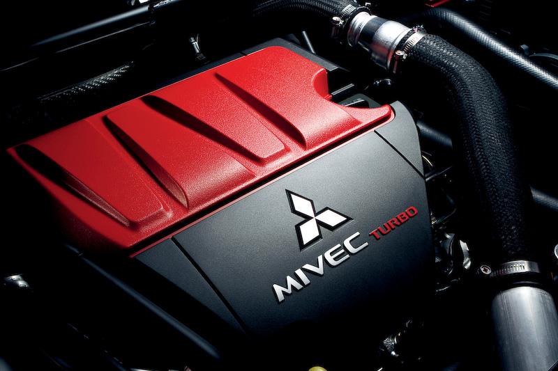 直列4気筒DOHC 2.0リッターターボエンジンは最高出力221kW(300PS)/6500rpm、最大トルク422Nm(43.0kgm)/3500rpmを発生。JC08モード燃費は6速ツインクラッチSST車が10.2km/L、5速MT車が10.4km/Lとなっている