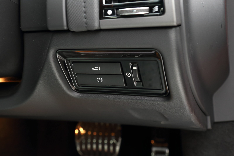 運転席からトランクを開くことができる