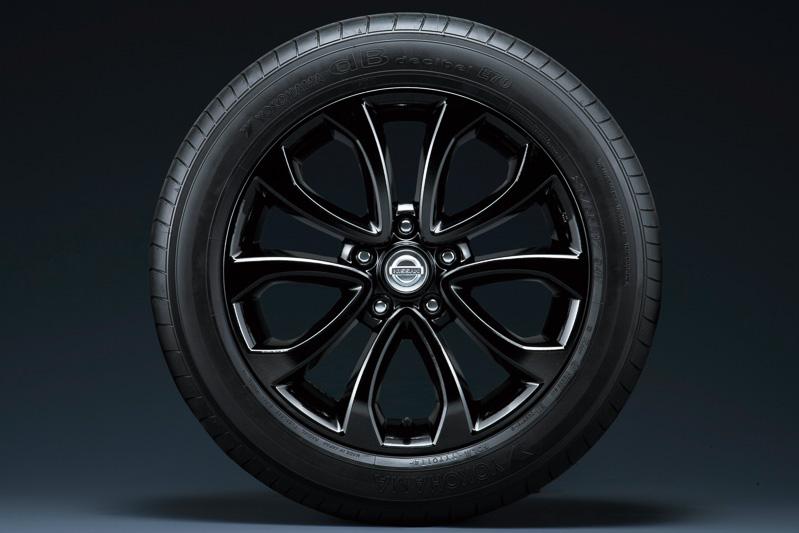 「15RX アーバンセレクション」専用のクールブラック色17インチアルミホイール