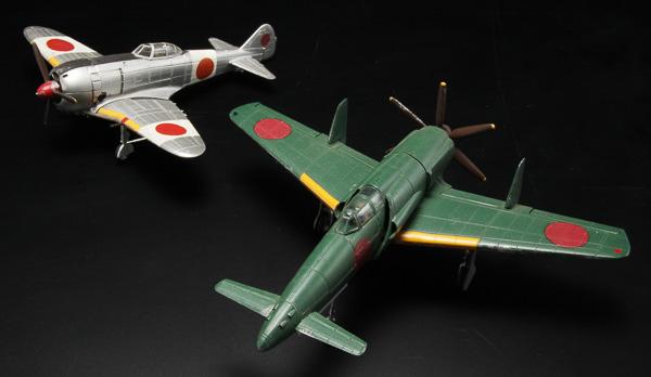 「1/72日本陸軍 二式戦闘機II型乙 鍾馗(しょうき)」(左)、「1/72日本海軍 試作局地戦闘機 J7W1」(右)