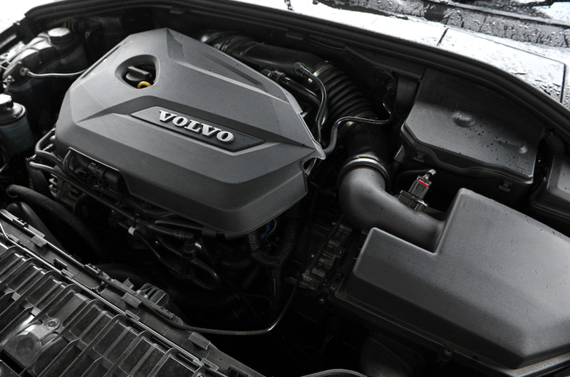 搭載する直列4気筒DOHC 1.6リッター直噴ターボエンジンは、最高出力132kW(180PS)/5700rpm、最大トルク240Nm/1600-5000rpmを発生