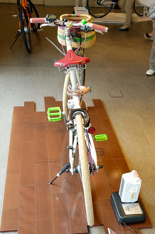 同社社員がPAS VIENTA5をカスタムした参考出品モデル。カスタム費用はおよそ5万円ほどとのこと