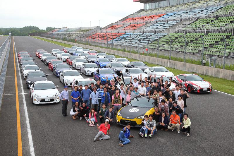 当日はレースに出場しなかった北海道の86/BRZオーナーによるパレードランも行われた。レース以外にさまざまな楽しみ方があるのも86/BRZのいいところだと実感した1日でした