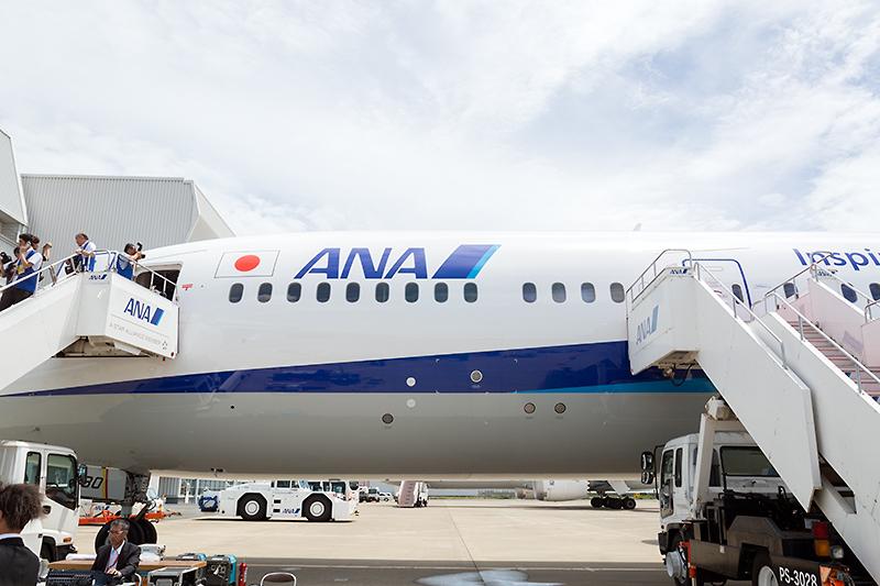 787-8型機と787-9型機を見分けるポイントは、2番目の扉の前に1ブロック(窓4枚)追加されているところ
