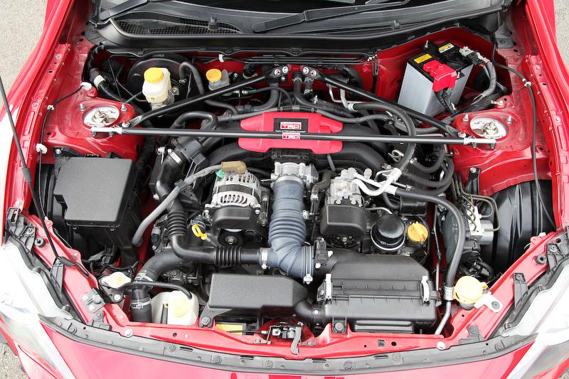エンジンルームの剛性アップパーツはすべてTRDの市販品