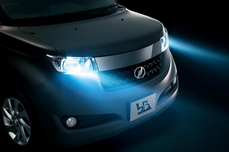 ディスチャージヘッドランプ&LEDクリアランスランプを全車に標準装備