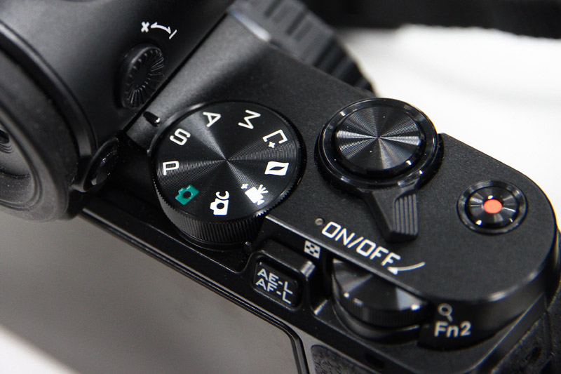 Nikon 1 V3では「S」にセット