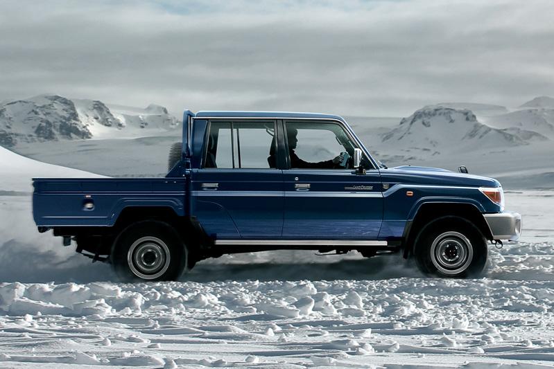 ダブルキャブのピックアップトラックは全長5270mm、ホイールベースは3180mmというロングサイズ