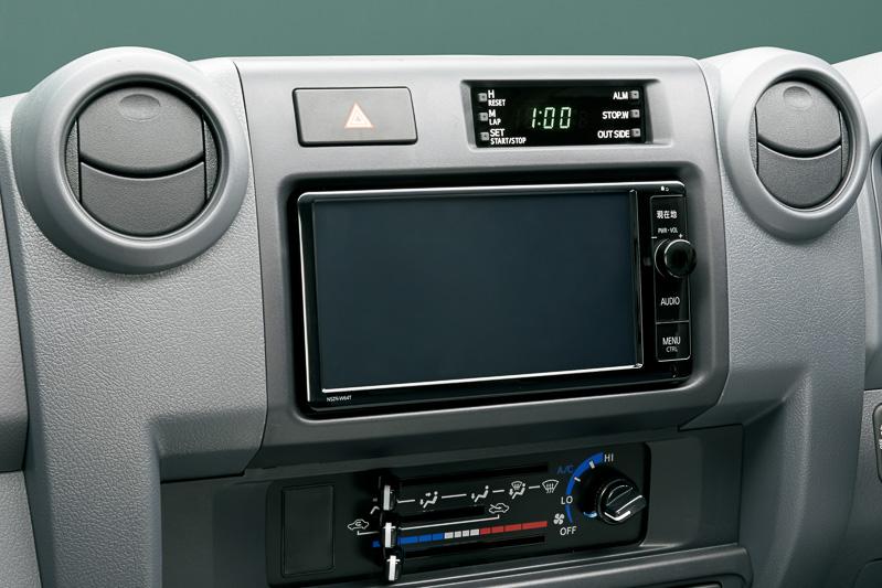 インパネの中央には「T-Connectナビ」も装着可能。写真は「NSZN-W64T」
