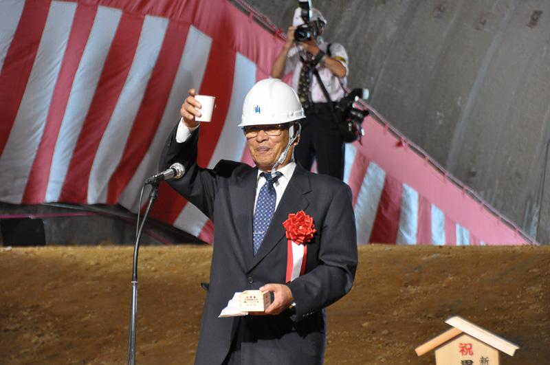 新名神対策協議会 会長 谷川隼見氏による乾杯の発声