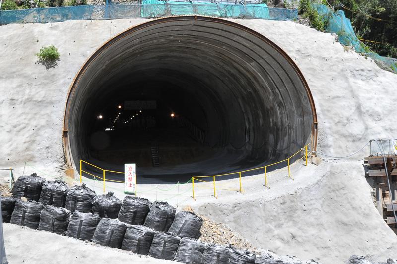 神峰山トンネル(下り)の神戸側