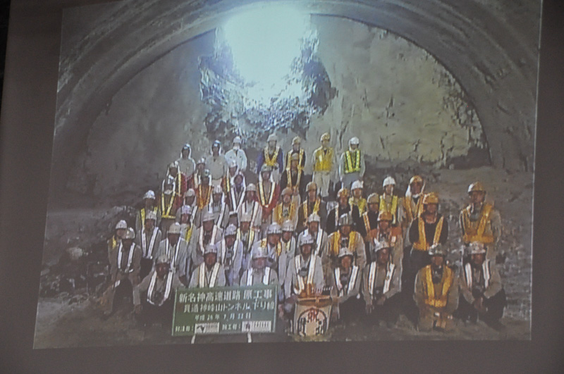 貫通工事のビデオが上映された