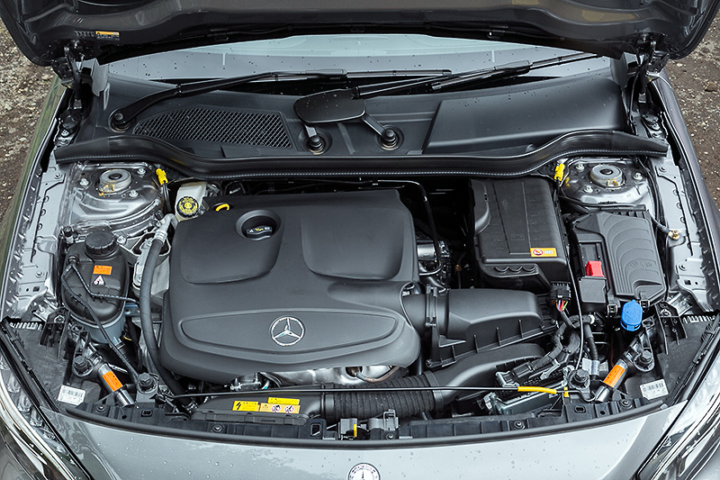 直列4気筒DOHC 2.0リッター直噴ターボエンジンは最高出力155kW(211PS)/5500rpm、最大トルク350Nm(35.7kgm)/1200-4000rpmを発生。JC08モード燃費は14.0km/L