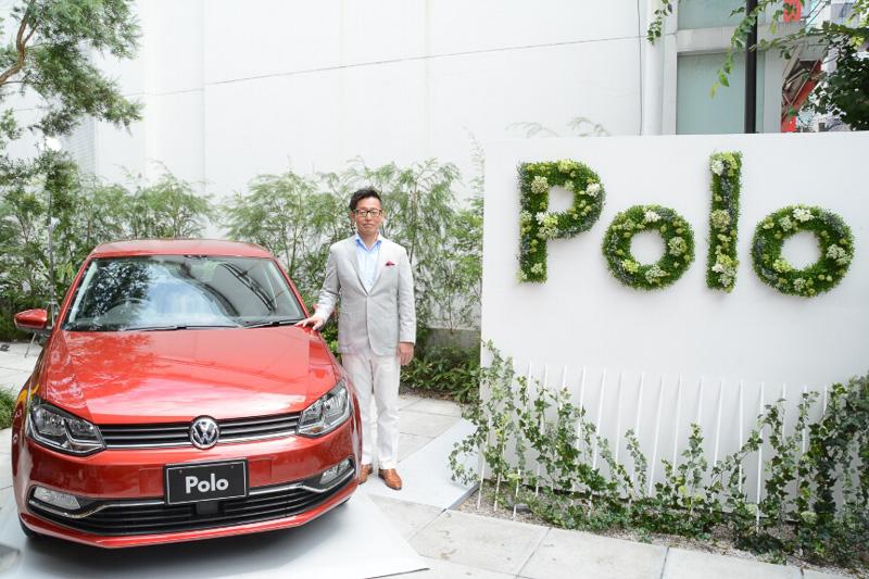 フォルクスワーゲン グループ ジャパン 代表取締役社長の庄司茂氏と新型「ポロ」