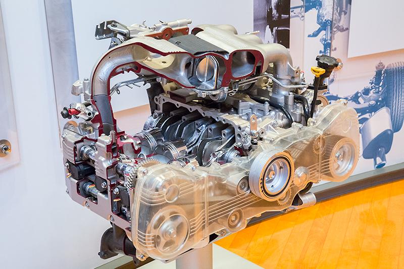 SVXに搭載されていた3.3リッター水平対向6気筒エンジンのカットモデル