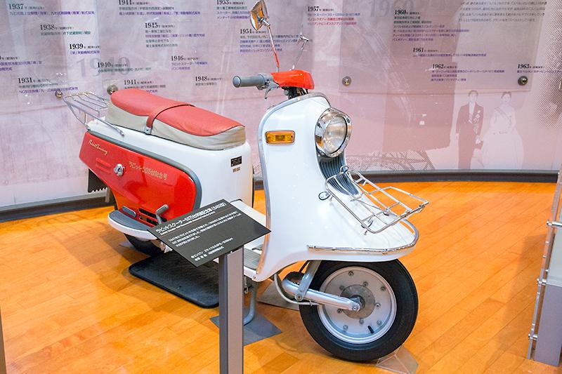 1947年から1968年まで生産されたラビットスクーター。写真は50万台突破記念車