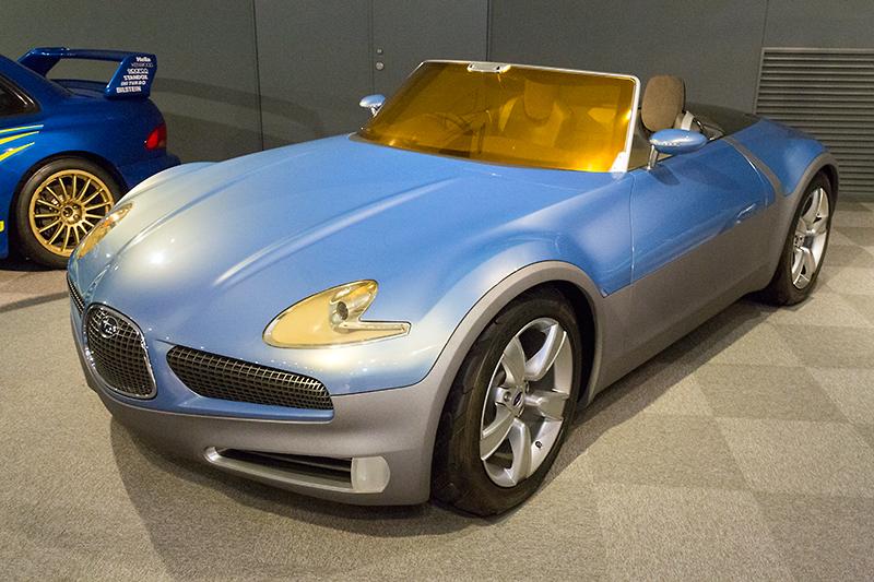 2003年の東京モーターショーに次世代型ハイブリッドカーとして出展されたスバルB9スクランブラー