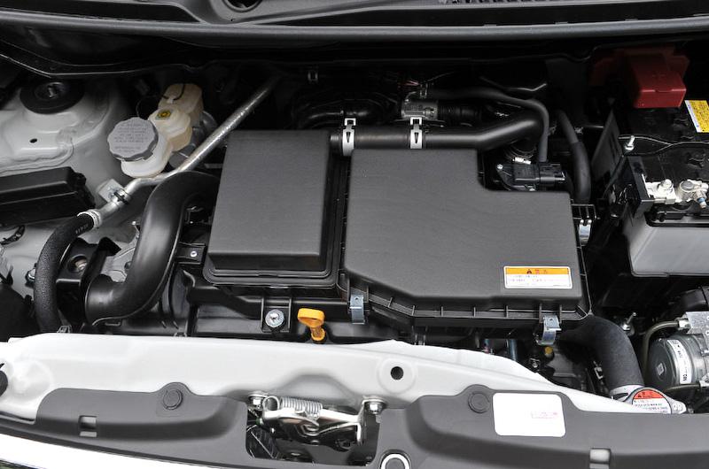 直列3気筒DOHC 0.66リッターエンジンは最高出力38kW(52PS)/6000rpm、最大トルク63Nm(6.4kgm)/4000rpmを発生。JC08モード燃費は32.4km/Lを達成。無鉛レギュラーガソリン仕様