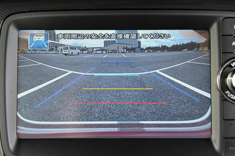 オプション設定の「スマートフォン連携ナビゲーション」に「後退時左右確認サポート機能」を軽自動車として初採用