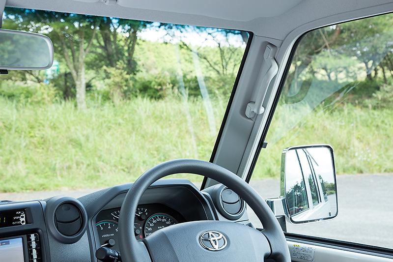 Aピラーが細く、アイポイントも高いので運転席からの視界は良好