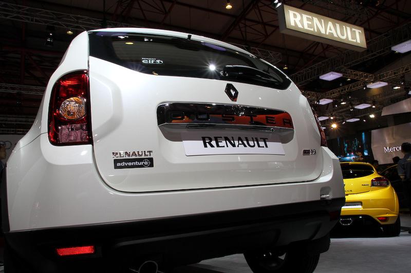 ルノー傘下のダチアが生産を行っている「ダスター 4×4」。110PSの1.5リッターエンジンと6速MTを組み合わせる。インドネシアで3億2400万インドネシアルピア(約324万円)で販売