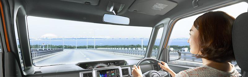 目線の高さを1387mmとして運転しやすい軽自動車を実現