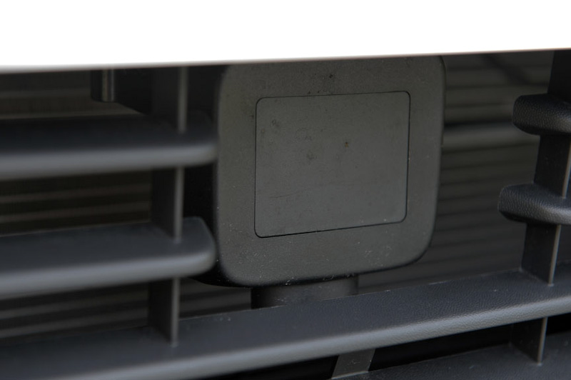 アンダーグリルに衝突軽減ブレーキなどに利用するミリ波レーダーを搭載。「フロントアシストプラス」や「マルチコリジョンブレーキシステム」、ドライバー疲労検知システム「Fatigue Detection System」などは全グレードに標準装備して安全性能を高めている