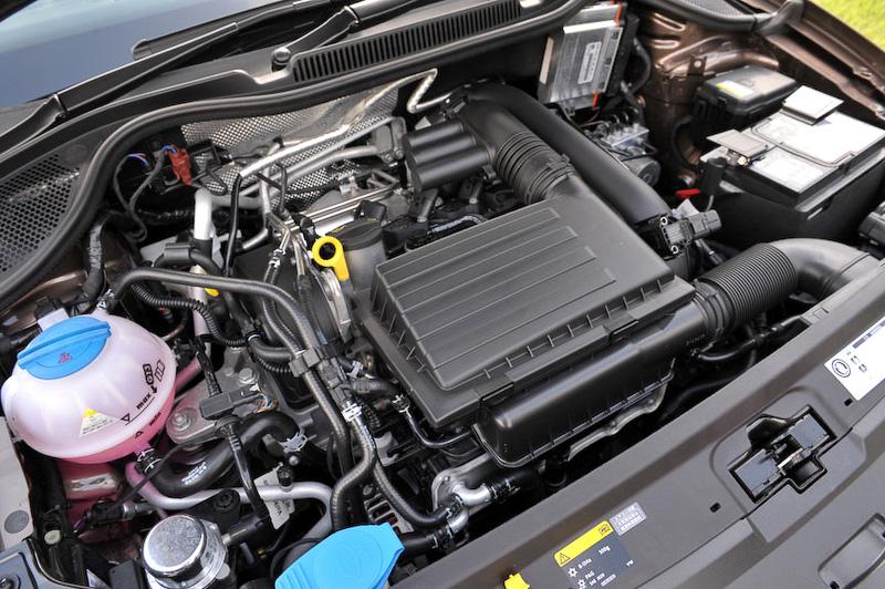 排気量は1.2リッターのままだが、まったく新しくなったターボチャージャー付き直列4気筒DOHC 1.2リッターエンジンを搭載。最高出力は66kW(90PS)/4400‐5400rpm、最大トルクは160Nm(16.3kgm)/1400‐3500rpm。JC08モード燃費は22.2km/L