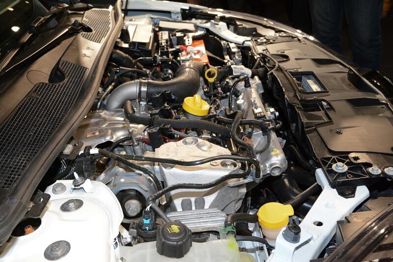 直列4気筒DOHC 2.0リッターターボエンジンは最高出力201kW(273PS)/5500rpm、最大トルク360Nm/3000-5000rpmを発生。タイムアタック車両のためバッテリーは軽量のものに変更されている