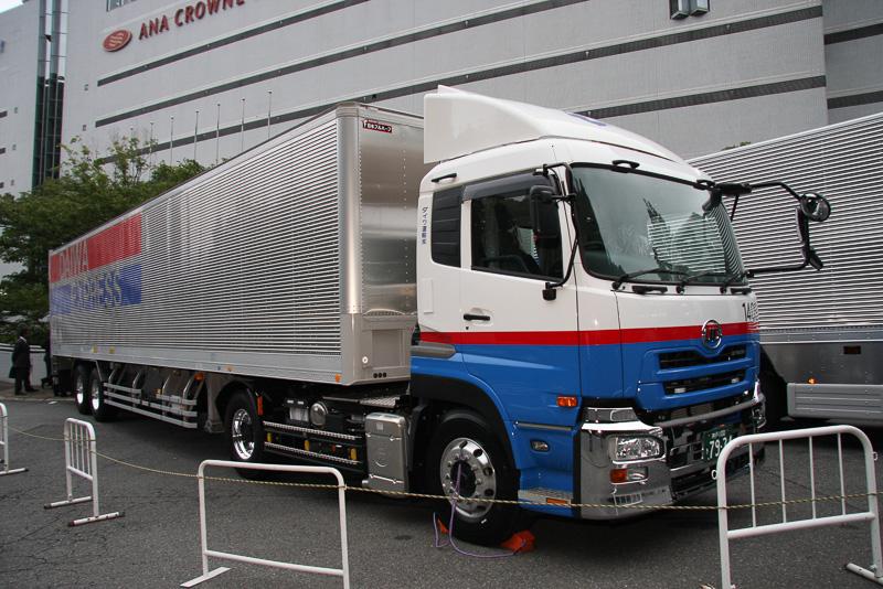 X Oneを装着したダイワ運輸のトレーラー